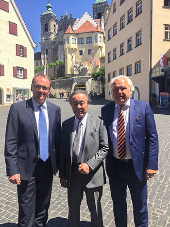 The mayor of Weingarten, Mr. Markus Ewald (left), President of AIDA Engineering Ltd. Mr. Kimikazu Aida and Vice President Sales AIDA EUROPE Mr. Klaus Rothenhagen (right)